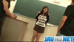 Nhật Bản mũm mĩm tổ chức một bộ ba với giáo viên